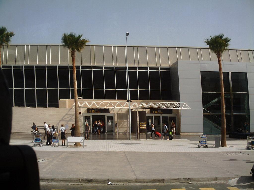 FI TFN Airport